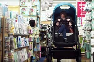 รถเข็นไซส์ผู้ใหญ่ พ่อแม่ทดลองนั่ง ก่อนซื้อให้ลูกน้อยใช้งาน